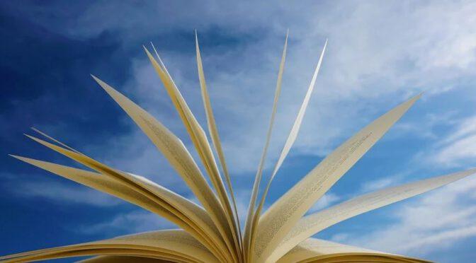 zdjęcie otwartej książki