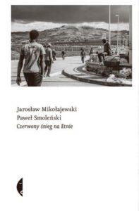 okładka książki Jarosława Mikołajewskiego i Pawła Smoleńskiego Czerwony śnieg na Etnie